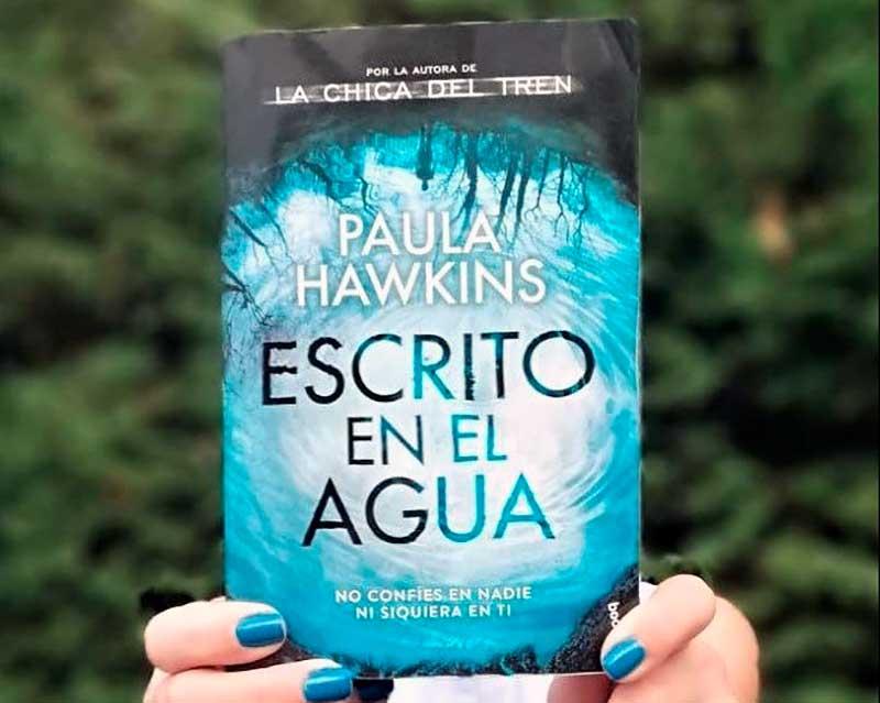paula hawkins escrito en el agua